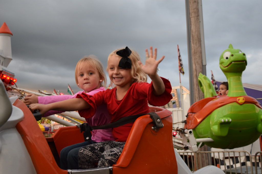 kids on ride